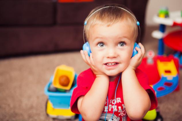 un casque audio sur mesure pour les enfants. Black Bedroom Furniture Sets. Home Design Ideas